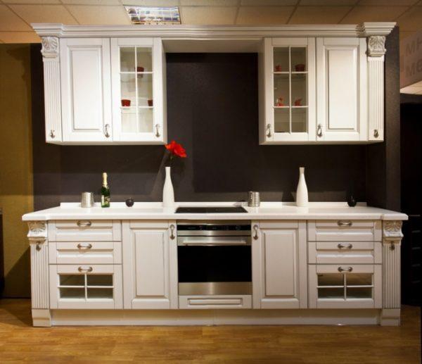 белая кухня массив
