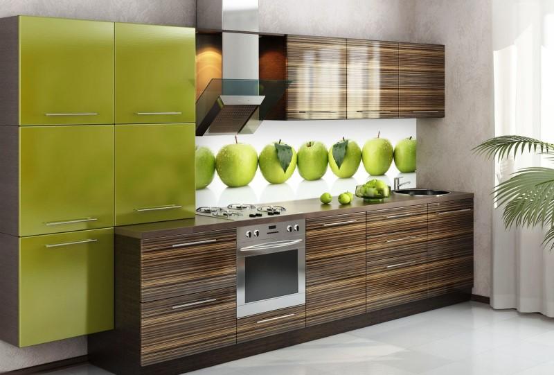 яркая кухня из пластика