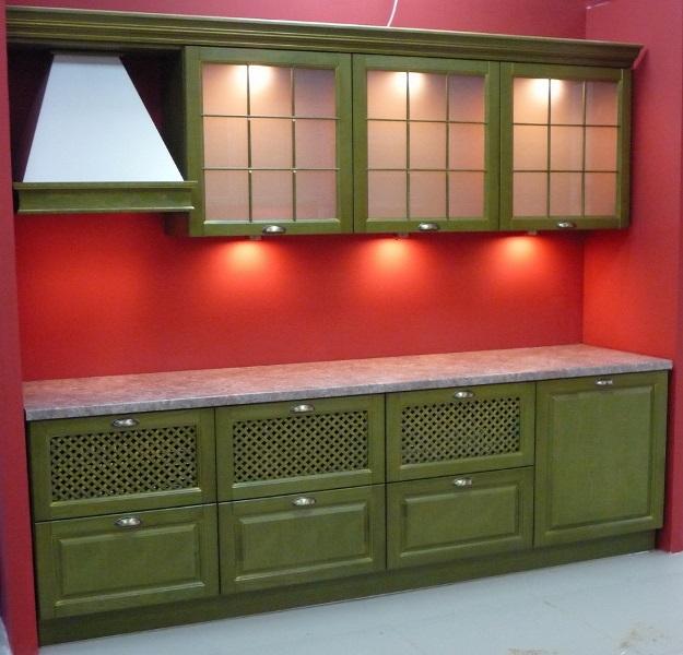 зеленая кухня из массива